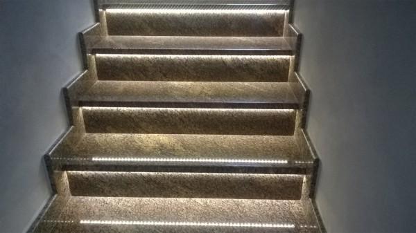Podświetlone schody - perspektywa z góry