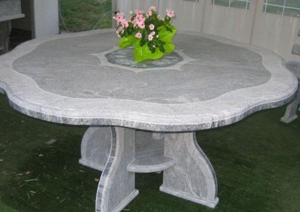 Stół z szarego marmuru